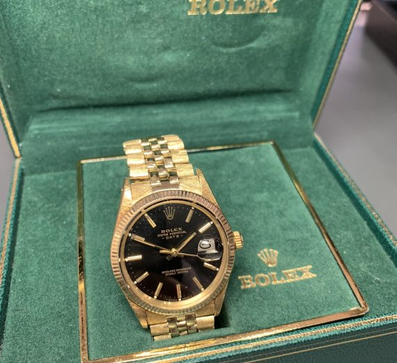 Vintage Rolex Gold oyster perpetual date model from 1981 6
