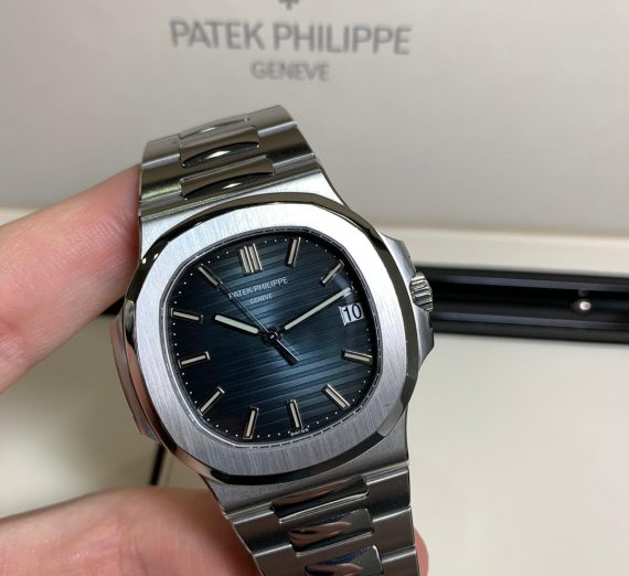 PATEK PHILIPPE NAUTILUS 5711/1A-010 IN STAINLESS STEEL BLUE DIAL 2
