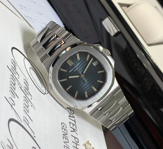PATEK PHILIPPE NAUTILUS 5711/1A-010 IN STAINLESS STEEL BLUE DIAL 3