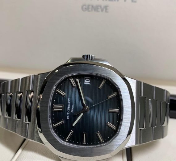 PATEK PHILIPPE NAUTILUS 5711/1A-010 IN STAINLESS STEEL BLUE DIAL 4