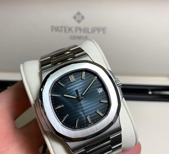 PATEK PHILIPPE NAUTILUS 5711/1A-010 IN STAINLESS STEEL BLUE DIAL 5