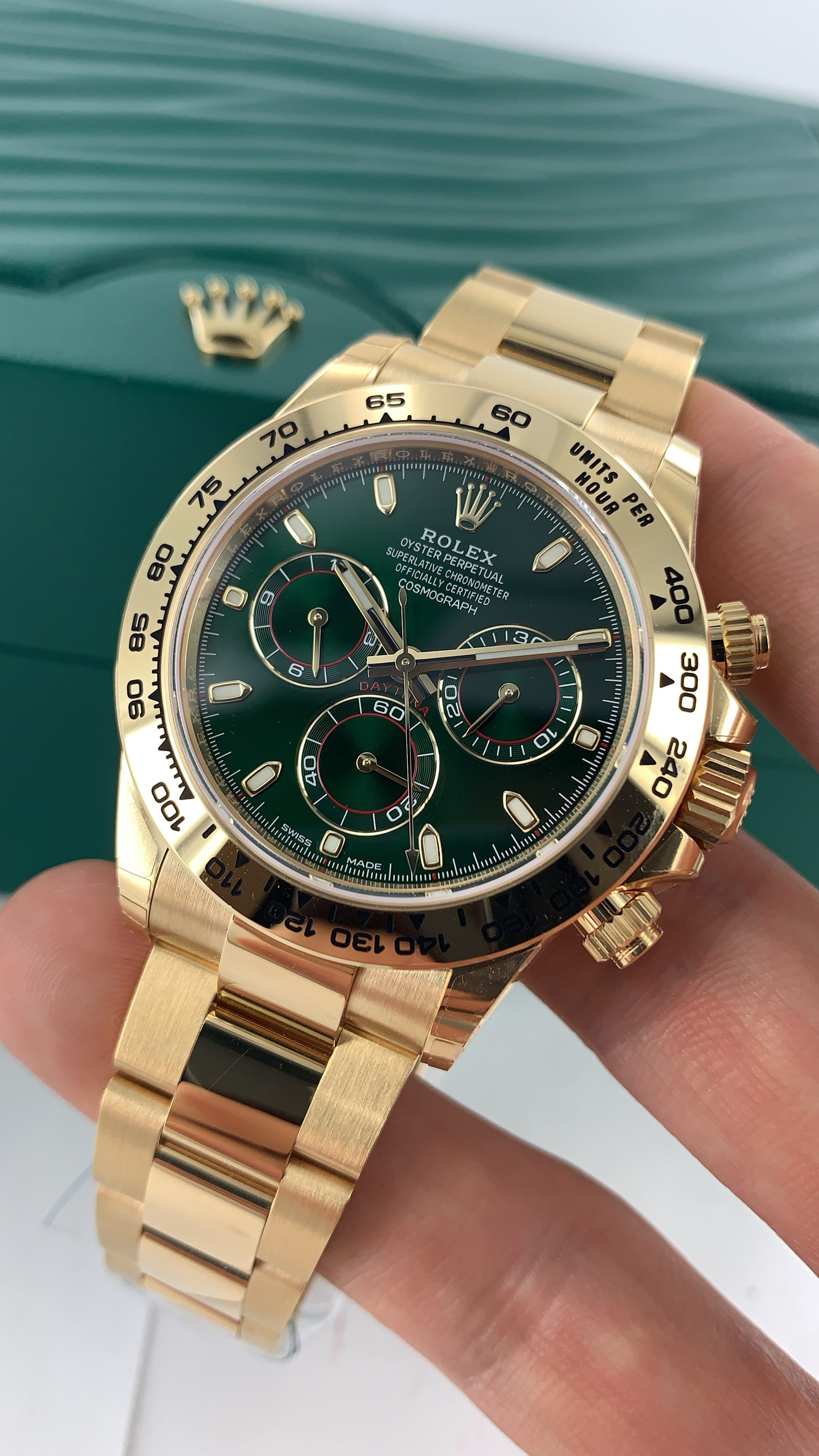 ROLEX DAYTONA YELLOW GOLD GREEN DIAL 116508 - Carr Watches