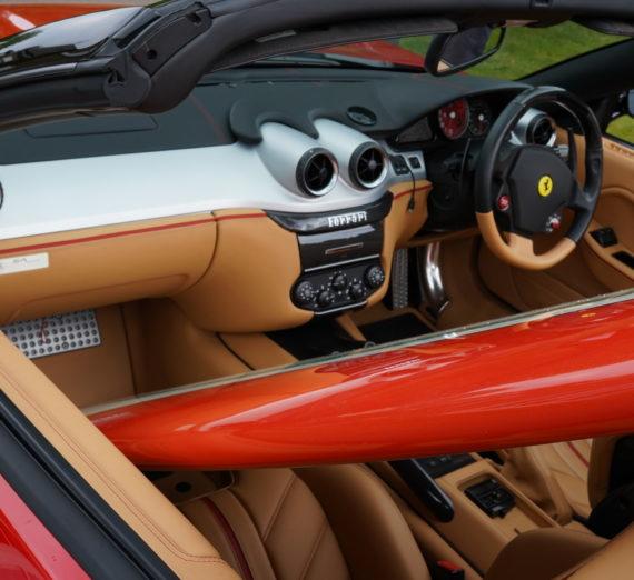 Limited Edition Ferrari 16 M Scuderia Spider Surfboard 3
