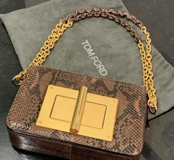 A LADIES TOM FORD HANDBAG 6
