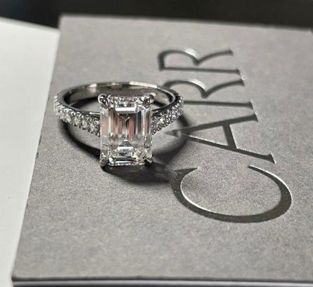 A LADIES DIAMOND RING 3