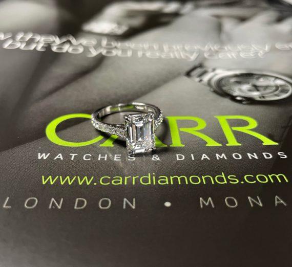 A LADIES DIAMOND RING 4